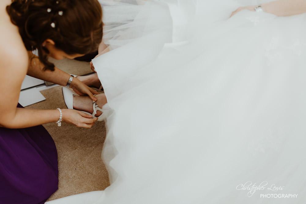 SANDHOLE-OAK-BARN-WEDDING-13