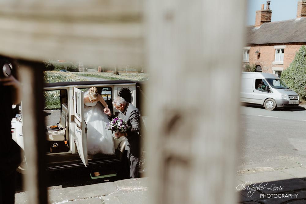 SANDHOLE-OAK-BARN-WEDDING-16