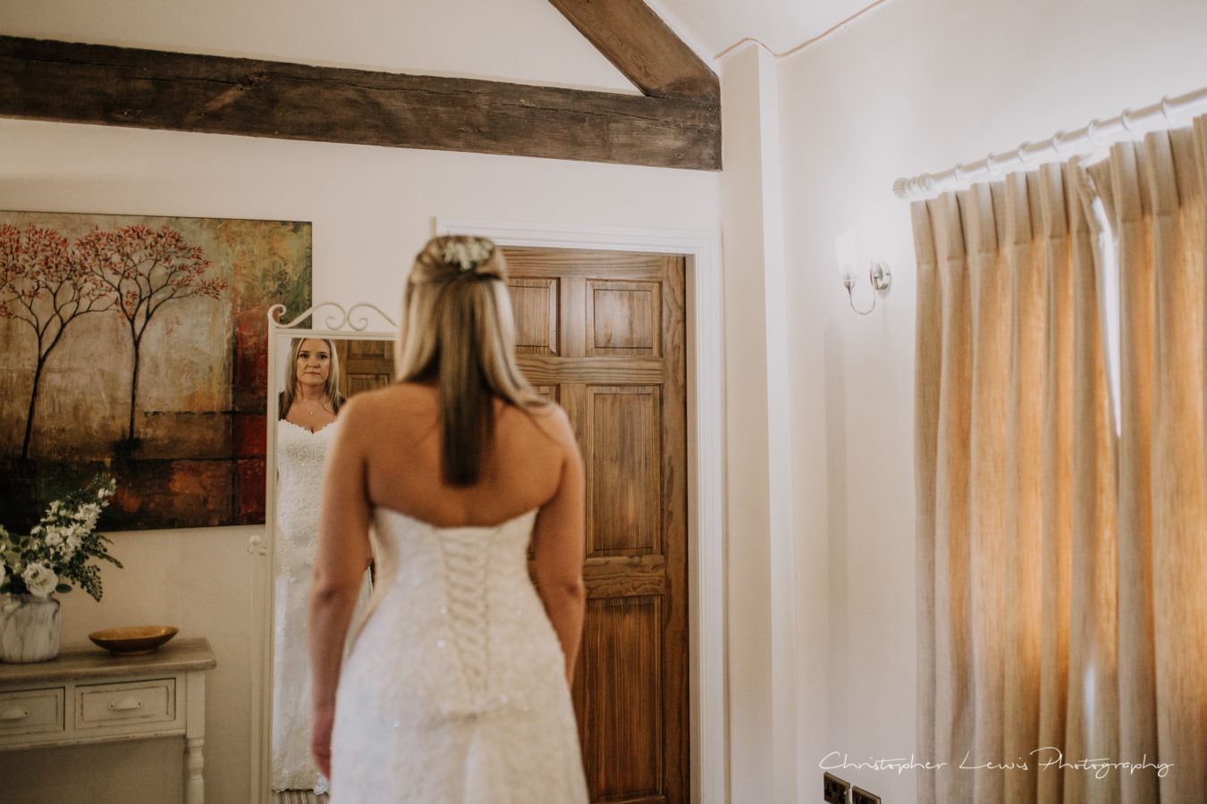 Sandhole-Oak-Barn-Wedding-Christopher-Lewis-Photography- 11
